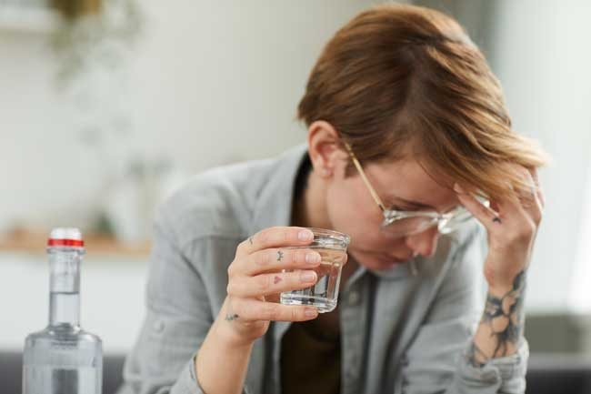 depressed woman drinking alcolically